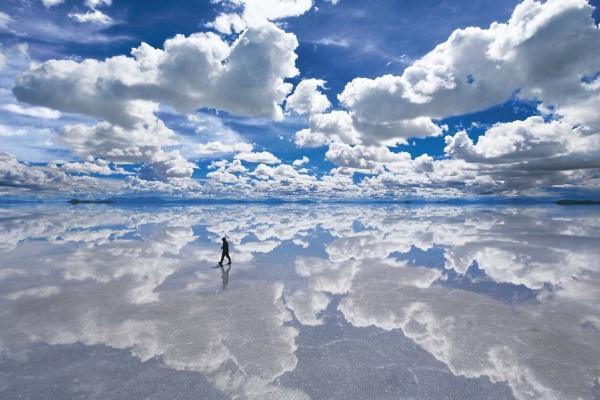ボリビア「ウユニ塩湖」絶景ベストシーズン時期&行き方と場所は?