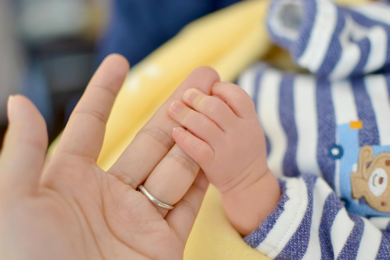 赤ちゃん・ママの手