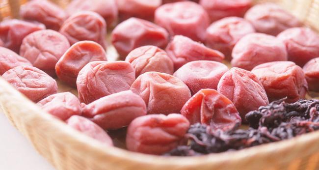 梅干しを漬ける時にシソを使う理由と時期について/昔ながらの梅干しを自宅で作りたい!