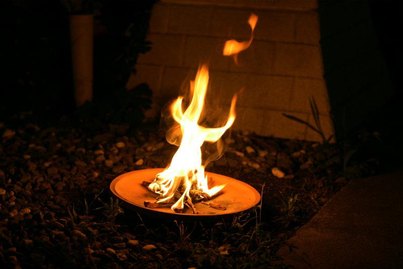 【迎え火と送り火のやり方】お盆の日にちと時間帯/地域で異なる作法について