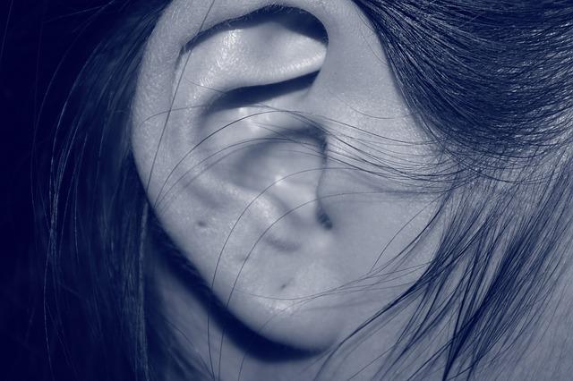 【耳のしこりの原因と治し方】ピアス後のしこりや痛みを消すには病院で手術する方法しかないの?