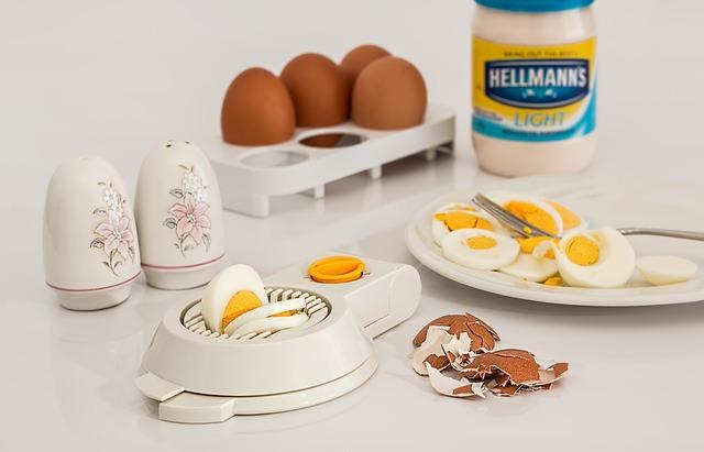 【むきやすい茹で卵の作り方】超簡単な殻むきのコツは穴や酢を使う以外にあるの?