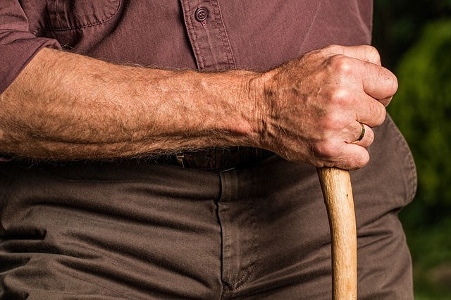 高齢者に多い4大骨折の原因と予防やリハビリについて