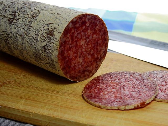 サラミとカルパスの違いは?原材料は何の肉?作ることはできるの?