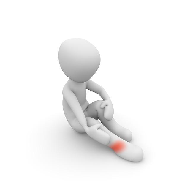 足首の捻挫の痛みはいつまで続く?痛くて眠れない時の対処法を教えて!