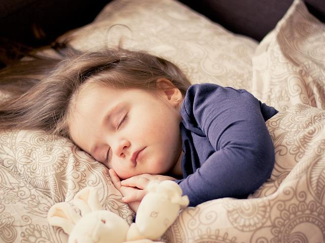 【子どもに起こる発作の種類と原因】てんかんとの違いや痙攣発作はなぜ起こる?