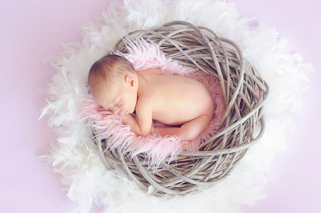 赤ちゃんの正常な運動発達(0-1歳)の目安と発達の遅れをママも簡単にチェックできる方法!