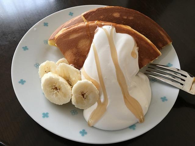 ホットケーキとパンケーキの違いとは?粉や原料はほぼ同じだけど甘さと厚さが違った!